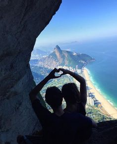 Love on top 💖✨🔝 This amazing photo by @gabifarrel at Pedra da Gávea in Rio de Janeiro, one of the highest mountains in the world that ends directly in the ocean. So beautiful 👏🏼