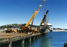 Alpha lifting boat