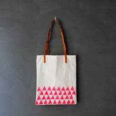 Make your own unique Statement Triangle Tote bag with NEON colours. {DIY} tutorial.
