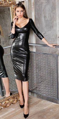 Long Leather Skirt, Black Leather Dresses, Sexy Outfits, Mode Latex, Belle Silhouette, Latex Dress, Latex Fashion, Curvy Fashion, Fashion Fashion