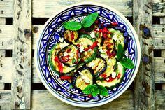 Lekker als het warm is, of bij de barbecue, deze  koude salade met gegrilde Mediterrane groente.