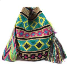 $86.00 USD. Each #Wayuubag is one of a kind and has taken from 15-20 days to make, each make has been crafted with love in the desert of La Guajira, Colombia.     www.lombiaandco.com Tapestry Bag, Vivid Colors, Knitting, How To Make, Crafts, Crochet Bags, Knit Bag, Thanks, Purses