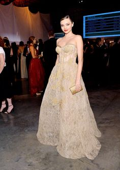 Miranda Kerr is the belle of the ball in an exquisite gold gown as she cosies up to sharp-suited fiancé Evan Spiegel at glittering Gala Estilo Miranda Kerr, Miranda Kerr Style, Formal Dresses For Women, Nice Dresses, Long Dresses, Dress Long, Celebrity Dresses, Celebrity Style, Gold Gown