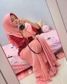Hijab Pretty: Pretty Hijab Feeling in Love Beautiful Muslim Women, Beautiful Hijab, Beautiful Asian Girls, Hijab Niqab, Hijab Chic, Niqab Fashion, Muslim Fashion, World's Cutest Girl, Indonesian Women