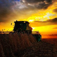 Video: Farm Photo Contest Pictures - It`s A Farm Thing Country Trucks, Country Barns, Country Life, Harvest Pictures, Farm Pictures, Harvest Farm, John Deere Equipment, Farm Photography, John Deere Tractors