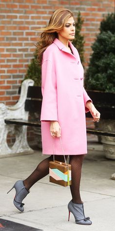 Eva Mendes melted our hearts when she stepped out in this pretty pink coat. Cute Winter Outfits, Classy Outfits, Eva Mendes Hair, Nylons, Look At You, Celebrity Style, Womens Fashion, Fashion Trends, Winter Fashion