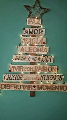 Hoy un post obligatorio de Navidad: arboles con un toque de genialidad - Recipes, tips and everything related to cooking for any level of chef. Creative Christmas Trees, Gold Christmas Decorations, Simple Christmas, Christmas Home, Christmas Ornaments, Spanish Christmas, Vintage Merry Christmas, Alternative Christmas Tree, Diy Weihnachten
