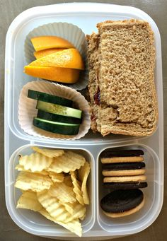 Do you struggle coming up with cold lunch ideas for your kids each week? Here are some simple and easy lunch ideas your kids will love with ingredients from Aldi. Frugal and delicious. Healthy Meals For Two, Easy Healthy Dinners, Easy Healthy Recipes, Healthy Habits, Aldi Meal Plan, Meal Prep, Love Food, A Food, Cold Lunches