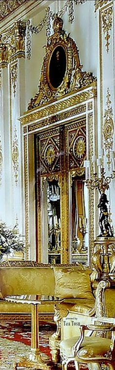 ❇Téa Tosh❇ The white drawing room, Buckingham Palace. A Royal Affair, How To Memorize Things, Things To Come, Elegant Living Room, Beautiful Places To Travel, Royal Jewels, Buckingham Palace, Drawing Room, Queen Elizabeth Ii