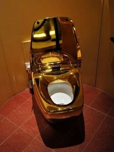 Yes yes my golden toilet paper should go well in here.World's most expensive toilet. This incredibly luxury intensive toilet is made entirely of 24 karat gold. Expensive Taste, Most Expensive, Rich People, Luxury Lifestyle, Bling Bling, Solid Gold, Fancy, Pure Products, Cool Stuff