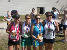 #sisterheroes @oiselle *Bug, Jenny, Kat, Cherry* Gate River Run 2010