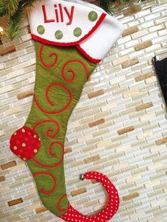 Idee per Natale: la calza da elfo da appendere - Tutorial e Cartamodello.