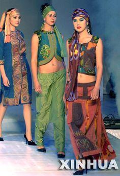 Kyrgyzstan costumes show in Urumqi, 2006
