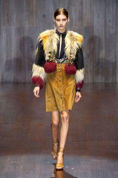 Gucci at Milan Fashion Week Spring 2015 - Runway Photos Elle Fashion, 70s Fashion, Fashion Show, Fashion Design, Milan Fashion, 2015 Fashion Trends, 2015 Trends, Backstage, Style Année 70