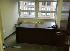 205 Lexington Avenue Associate Office and Desk Space -   This is a shared office space within a financial services company. Associate office and a desk available. The space includes access to a conference room and pantry.  Price: 2,250 per month  More details: http://deskzone.com/properties/205-lexington-avenue-associate-office-and-desk/