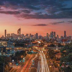 Sunset over Brisbane 🌇 📸 Brisbane Cbd, Brisbane Queensland, Queensland Australia, Australia Travel, Aussie Australia, Teneriffe, Sunshine State, Great View, Seattle Skyline