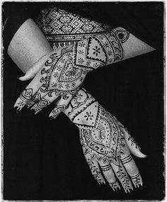 Henna hands by BarakKhazad, via Flickr    ~love delicate lines in this work~would be a lovely Bride~