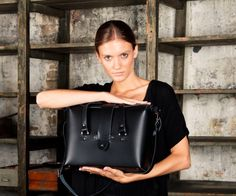 Väska leather bags Natural Leather, What To Wear, Purses, Leather Bags, Label, Boxes, Clothes, Purse, Bags