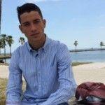 """El cubano que emigró a EE.UU. en tabla de windsurf -""""Mi sueño siempre ha sido estar aquí; en un país desarrollado donde existe la oportunidad de uno trabajar honradamente y poder vivir como una persona"""", le dice Martínez a BBC Mundo en una playa de Miami, ya recuperado de la odisea."""