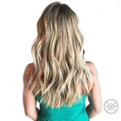 Blonde waves by @salon43one