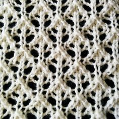 The Buds and Lattice lace is a beautiful lace stitch that looks very intricate and elaborate. Even though it looks complicated, this lace stitch is not difficult to knit.