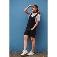 NUEVO POST EN EL BLOG!! De vuelta en los 90s para rememorar una de las prendas icónicas de la época: los petos vaqueros. Y yo he decido combinar el mío de @topshopspain así... (Tenéis el link directo al blog en biografía)  . .  NEW POST UP ON THE BLOG! Back to the 90s with this black denim overall from @topshop Hope you like it!  #fashionblogger #fashionworld #fashionaddicted #life #lifestyle #fashiondiaries #fashionblog #newpost #newlook #newoutfit #sneakers #sneakersandbreakfast #Adidas…