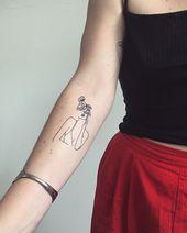 Line tattoo - woman flowers tattoos One Line Tattoo, Line Art Tattoos, Flower Tattoos, Small Tattoos, Simple Line Tattoo, Band Tattoo, Tattoo Ink, Tattoo Drawings, Bicep Tattoo Women