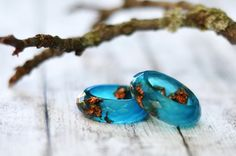 This pretty translucent resin faceted ring is a seaglass blue colour and contains vibrant copper flakes. THIS LISTING IS FOR ONE RING ONLY! Here you can find the matching bangle bracelet: https://www.etsy.com/listing/188104175/aqua-blue-copper-flakes-faceted-resin?ref=shop_home_active_4 Handmade by me from scratch, each one of my pieces is hand pigmented, and poured into a silicone mold. After I remove it from the mold I hand sand it for you to have a smooth and comfortable piece to wear…