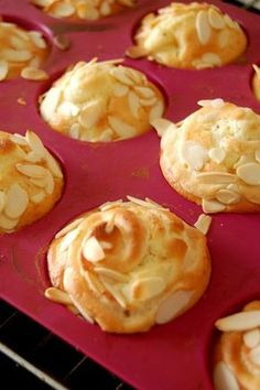 For a month, with the change of season, I have a desire for Muffins at the . Almond Muffins, Apple Muffins, No Cook Desserts, Dessert Recipes, Tarte Tartin, Cuisines Diy, Cake Factory, Muffin Recipes, Gastronomia