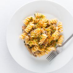 Simple, fast, frugal and packed full of flavour, this Smoked Mackerel Pasta With Chili is a pasta delight that deserves a place at any table. Mackerel Pasta, Smoked Mackerel, Midweek Meals, Easy Meals, Mackerel Recipes, Fusilli, Pasta Noodles, Pasta Recipes, Risotto