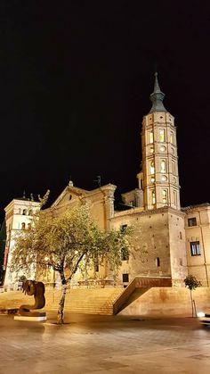 Nocturna de San Juan de los Panetes y la Torre de la Zuda, Zaragoza España