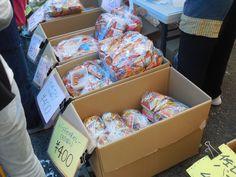 茶市で袋詰めされた商品