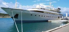 Trump cant relate to the lower income people - Trump's extravagant yacht