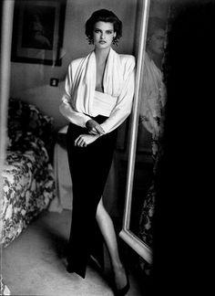 """Point De Mire"", Vogue France, September 1985Photographer : Arthur Elgort Model : Linda Evangelista"