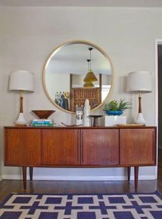 Mid-Century Dining room Makeover by Emily Henderson - I LOVE mid-century furniture! Mid Century Modern Living Room, Mid Century Modern Furniture, Living Room Modern, Midcentury Modern, Retro Furniture, Furniture Ideas, Mid Century Modern Buffet, Mid Century Modern Lamps, Cheap Furniture