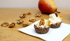 Ořechové košíčky s medovým žervé a hruškami Muffin, Breakfast, Sweet, Dots, Muffins, Stitches, Morning Breakfast, Polka Dots