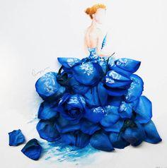 """CROQUIMostramos há pouco o trabalho da estilista Gretchen Roehrs que mescla seus croquis com alimentos.Outra artista, a Limzy coloca flores e folhas sobre seus lindos croquis criando """"vestidos"""" e looks de forma muito criativa."""