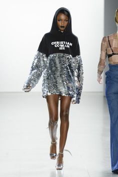 Christian Cowan Spring 2019 Ready-to-Wear collection, runway looks, beauty, mode. Fashion Week, High Fashion, Fashion Show, Fashion Outfits, Fashion Tips, Fashion Design, Fashion Trends, Spring Fashion, Style Fashion