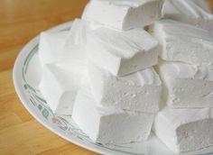ДОМАШНИЙ ЗЕФИР.  Низкокалорийный десерт, который содержит всего 80 ккал на 100 гр, легко приготовить самостоятельно. Кроме того что такая сладость не навредит фигуре, она еще и безумно вкусная!  Какие продукты понадобятся: - кефир - 1 л; - сметана нежирная - 3/4 стакана; - сахар - 1 стакан; - желатин - 2 ст. л; - вода - 2 стакана; - ванильный сахар - 1/2 пакетика.  Способ приготовления: 1) Желатин замочить в теплой воде на 30-40 минут, затем на медленном огне, непрерывно размешивая, довести…