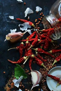 Good, natural ingredients to add flavor to ones meals naturally. Food Styling, Chile Picante, Dark Food Photography, Photography Photos, Spices And Herbs, Stuffed Hot Peppers, Food Design, Fruits And Veggies, Food Pictures