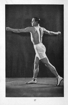 Rudolph Valentino posing for the magazine How To Keep Fit, Old Hollywood Stars, Hooray For Hollywood, Vintage Hollywood, Valentino Tango, Valentino Men, Rudolph Valentino, Silent Film Stars, Movie Stars, Human Poses Reference