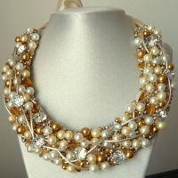 Splendid - Colier statement handmade, confectioant din perle, ștrasuri, elemente aurii și argintii. Un colier ideal pentru ocazii deosebite și evenimente din viață ta în care trebuie să fii strălucitoare. Comenzi pe www.boemo.ro