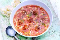 Serveer je er brood bij, dan wordt deze heerlijke soep in één klap een hoofdgerecht - Recept - Allerhande