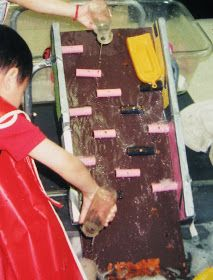 Over twenty years ago, I made a water ramp for the sensory table. It looked like this: (Please excuse the poor quality of the picture. Sand And Water Table, Sand Table, Activities For 2 Year Olds, Water Activities, Water Play For Kids, Ice Play, Sensory Table, Sensory Play, Water Walls