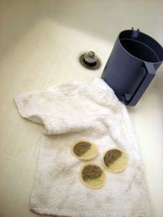 Use Earl Grey teabags to get rid of a sunburn.Soak a couple tea bags in water and let soak until the tea is dark black. Dip a rag into the tea and dab on your sunburn. Continue to reapply as the tea dries. Do not wipe off. Allowing the tea to sit on the burn over night and wash off in the morning. The burn should be barely visible if not gone completely.