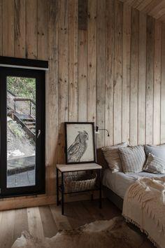 Appena arrivare a questo ritiro Patagonia a distanza è un'avventura - foto 6 di 8 - La camera da letto principale dispone di un armadio e di un bagno privato;  Dall'altro lato della casa, un'altra camera da letto per quattro persone, e uno spazio loft offre due letti aggiuntivi.