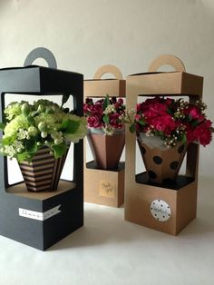 This is great for flower packaging up your flower arrangement. Flower Box Gift, Flower Boxes, Flowers In A Box, Flowers Garden, Spring Flowers, Deco Floral, Floral Foam, Wrapping Gift, Wine Gift Baskets