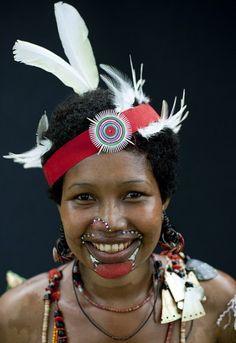 Une dame gracieuse de la Papouasie-Nouvelle-Guinée (Courtoisie d'image: Eric Lafforgue)
