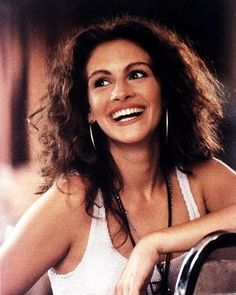 Ah yes...Julia Roberts in Pretty Woman. I love this hair...  why dosnt my curly mess look ok like that