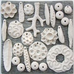 Unglazed porcelain clay- objects from the sea Porcelain Jewelry, Ceramic Jewelry, Ceramic Beads, Ceramic Clay, Porcelain Ceramics, Polymer Clay Jewelry, Ceramic Pottery, Porcelain Skin, Porcelain Tiles